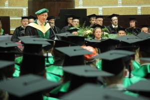 Prof. Juris Borzovs Datorikas fakultātes izlaidumā. Foto: Toms Grīnbergs, LU Preses centrs